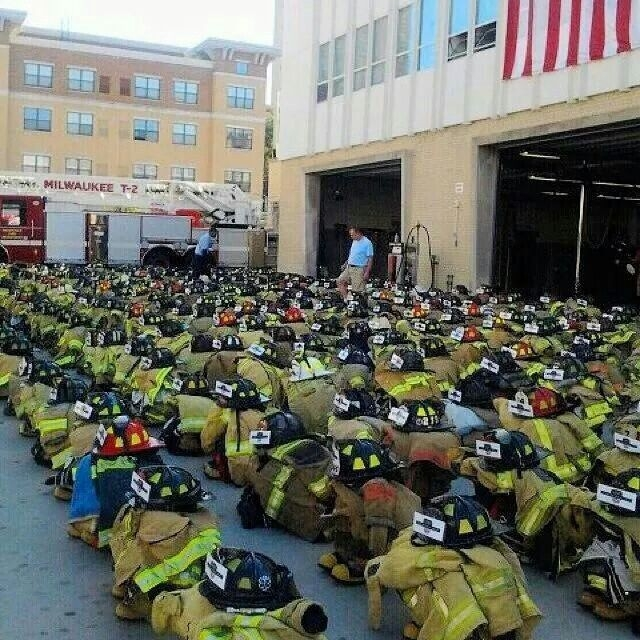 how many firefighters died in 911 photo - 1